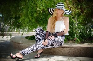 wiosna/lato2021, kwiatowe motywy, spodnie w kwiaty
